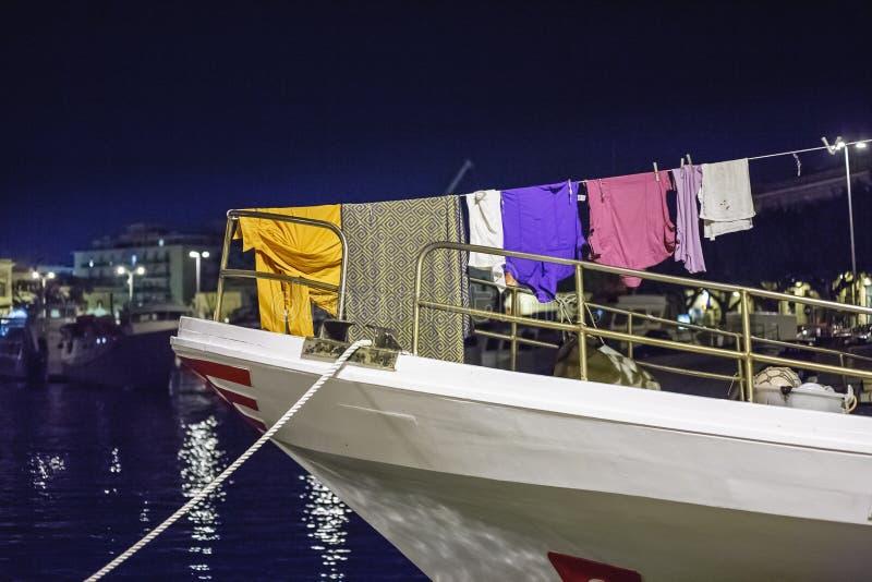 Kleren die op schipmast hangen te drogen royalty-vrije stock foto's