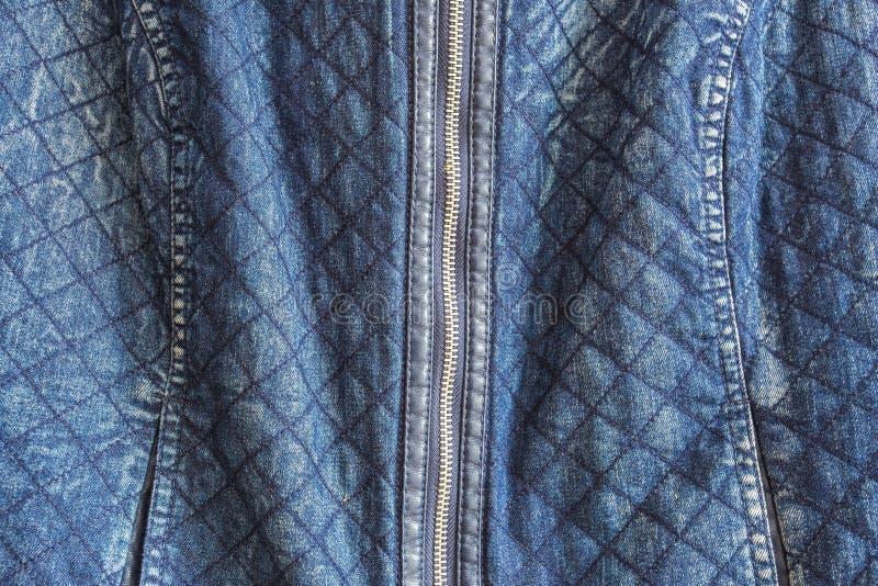 Kleren, slijtage en manierconcept - sluit omhoog van denimpunt of jeansritssluiting stock foto