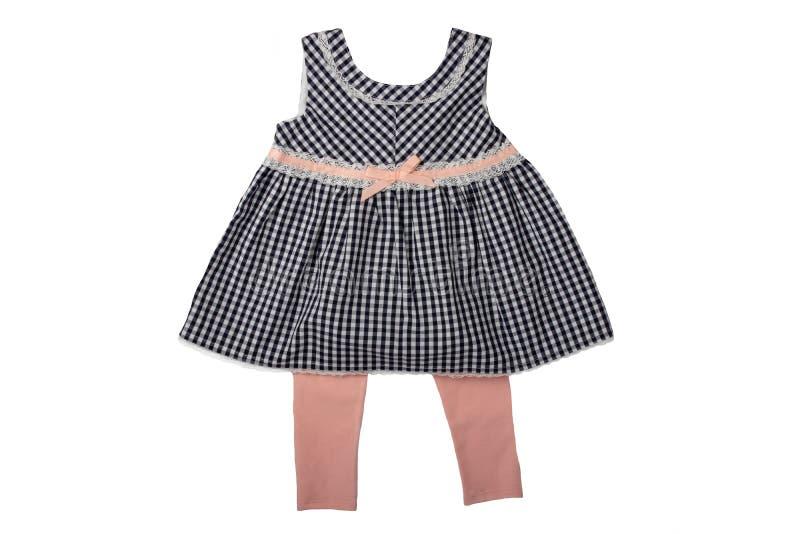 Kleren voor kinderen, een zwart-wit geruit babymeisje dres stock afbeeldingen