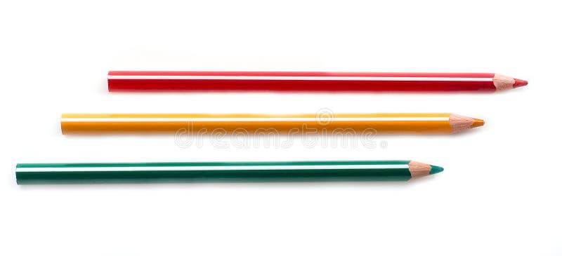Kleur gescherpte potloden dichte omhooggaand geïsoleerd op witte achtergrond De reeks van de schooltekening Veelkleurige kleurpot stock foto's