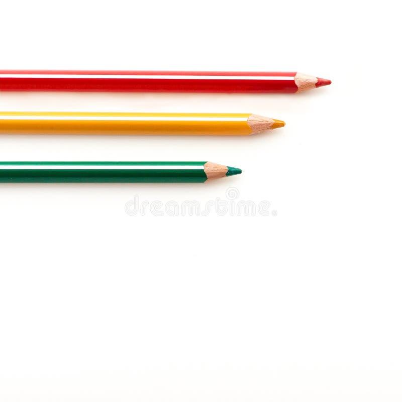 Kleur gescherpte potloden dichte omhooggaand geïsoleerd op witte achtergrond De reeks van de schooltekening Veelkleurige kleurpot royalty-vrije stock foto's