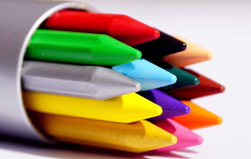 Kleuren Plastic Kleurpotloden stock afbeeldingen