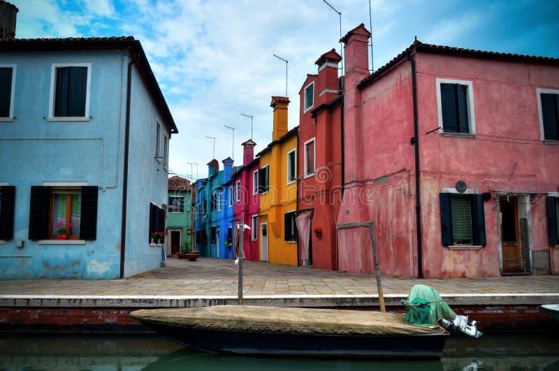 Kleuren van Burano, Venetië stock afbeeldingen