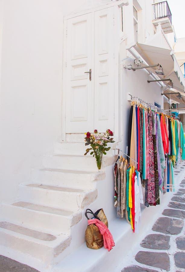 Kleuren van Griekenland - schilderstraten van Cycladic-eilanden stock foto's