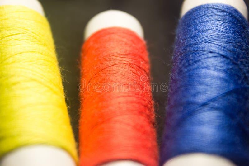 Kleurendraad stock afbeeldingen