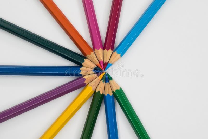 Kleurenpotlood in cirkel stock foto's