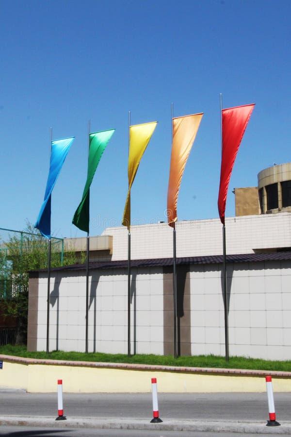 Kleurenvlaggen Vlaggen van kleuren van een regenboog stock fotografie