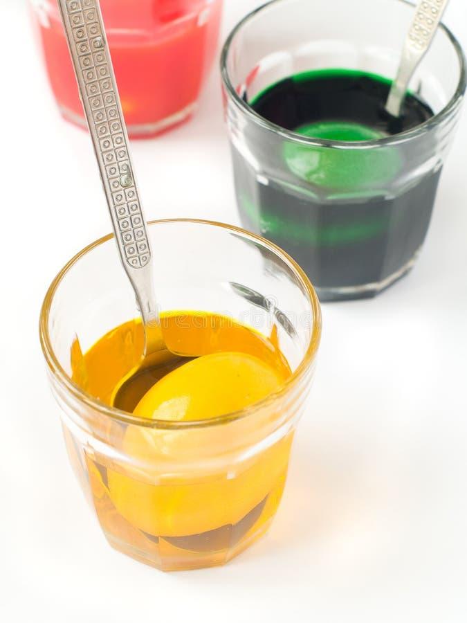 Kleuring van eieren stock fotografie