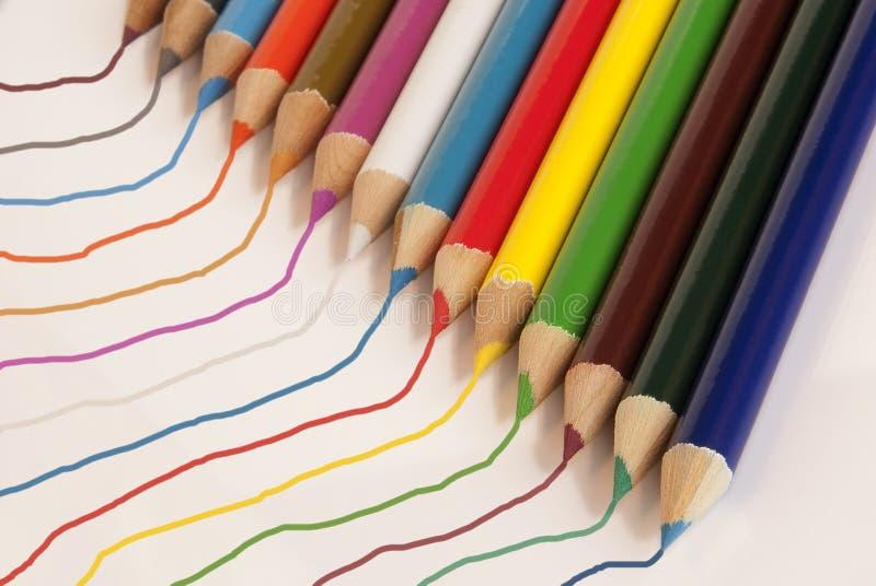 Kleurpotloden en Lijnen stock afbeelding