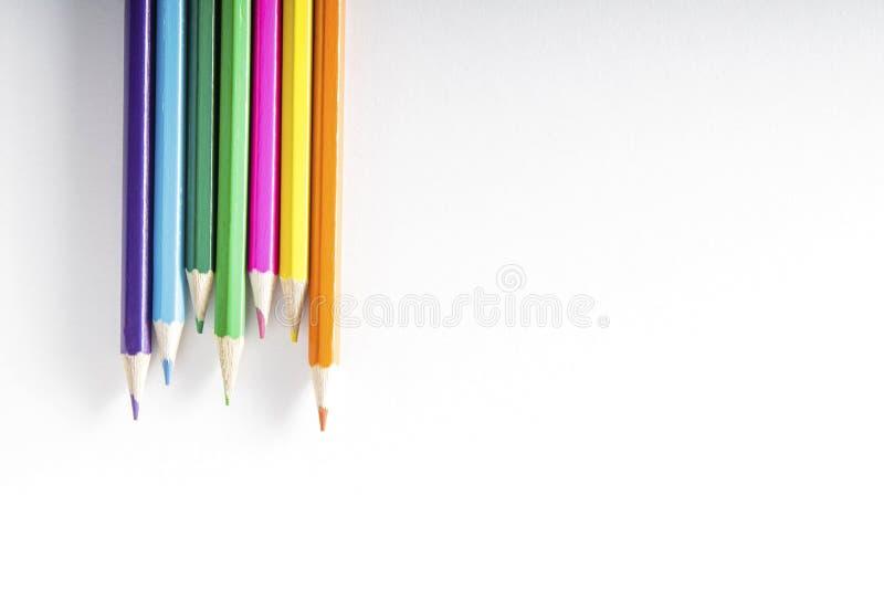 Kleurpotloden op papier royalty-vrije stock afbeelding