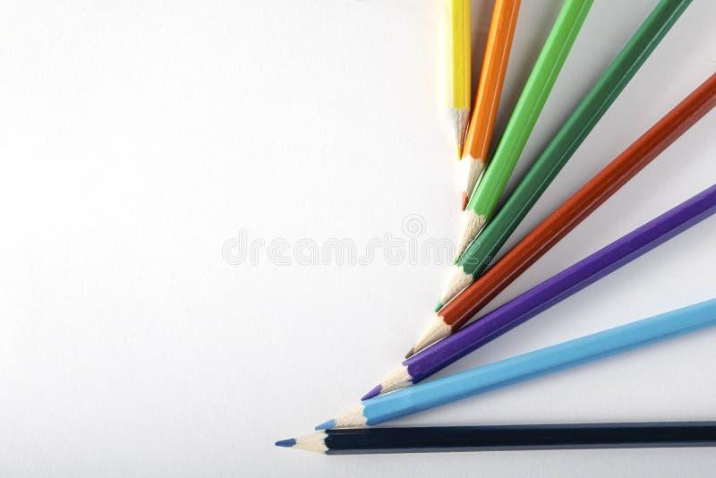 Kleurpotloden op papier royalty-vrije stock fotografie