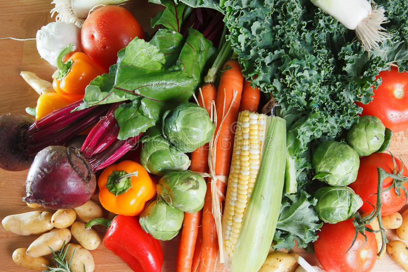Kleurrijk assortiment van verse rauwe groenten royalty-vrije stock foto