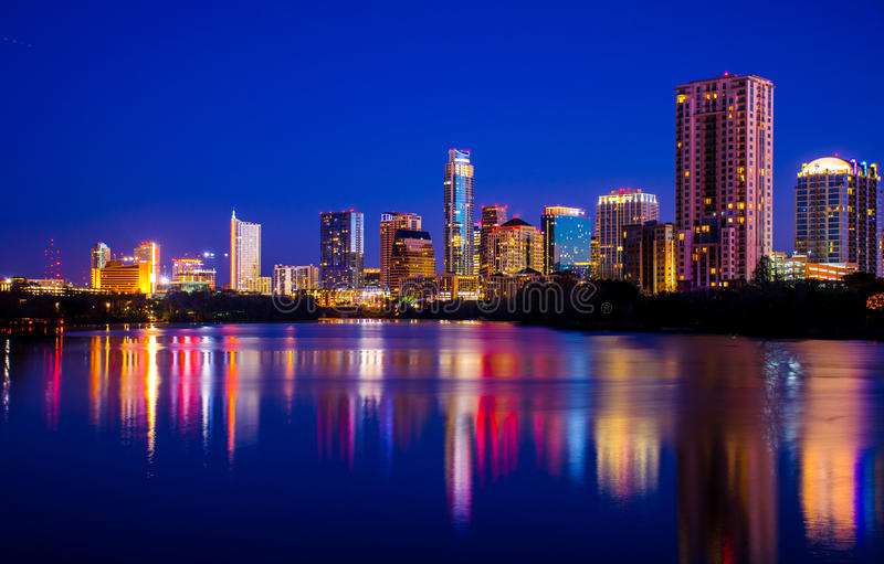 Kleurrijk Austin Night Scene toont miljoen Stadslichten stock afbeelding