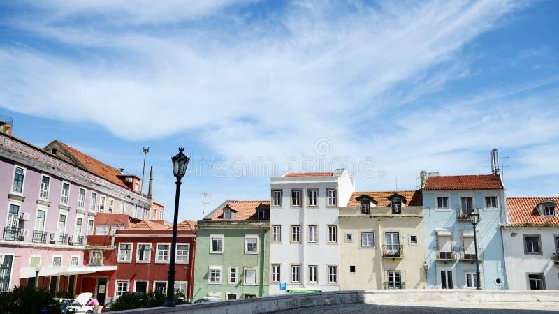 Kleurrijk baksteenhuis in Lissabon, Portugal stock afbeeldingen