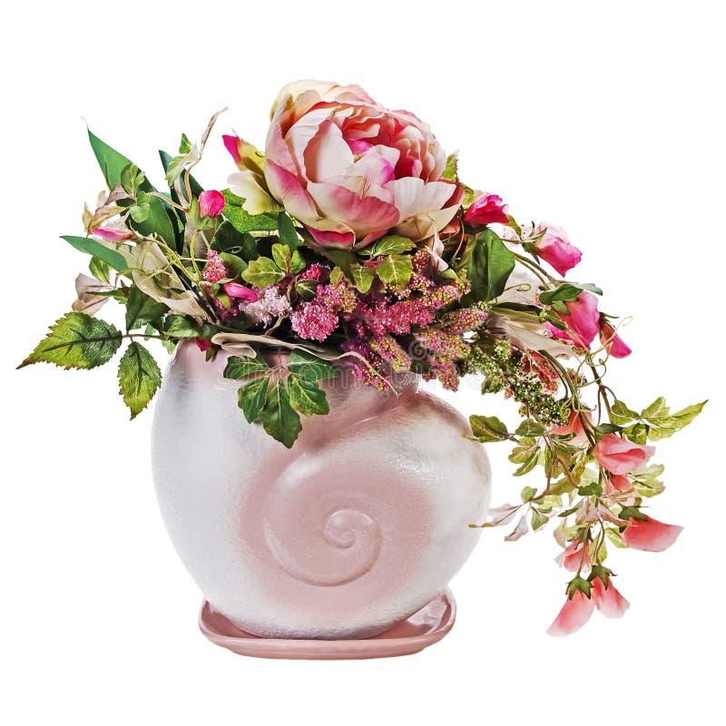 Kleurrijk boeket van rozen en peon bloemen in geïsoleerde vaas stock afbeelding