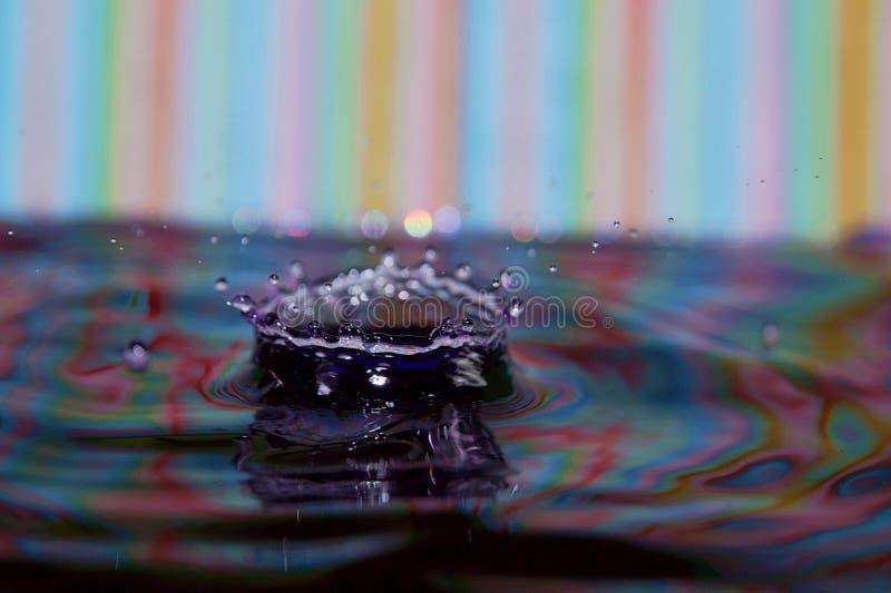 Kleurrijk de plons listig close-up van de Waterdaling royalty-vrije stock afbeeldingen