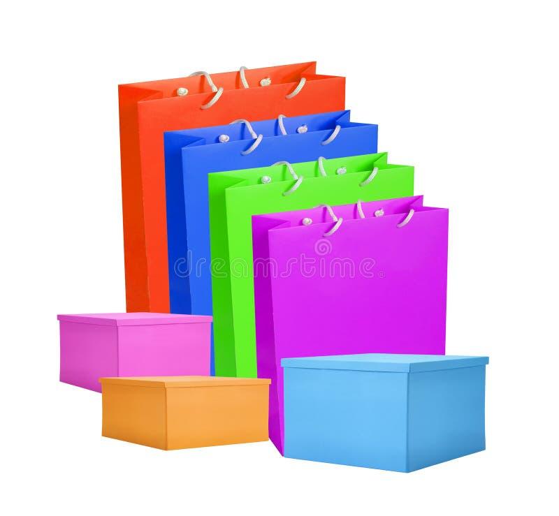 Kleurrijk die document het winkelen zakken en vakje op wit worden geïsoleerd royalty-vrije stock fotografie