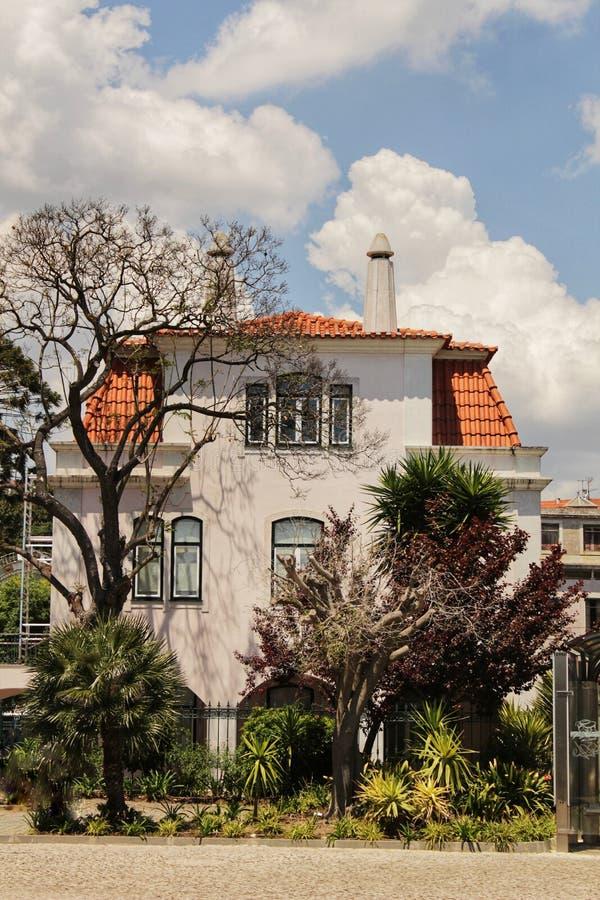 Kleurrijk en majestueus oud huis in Lissabon stock foto