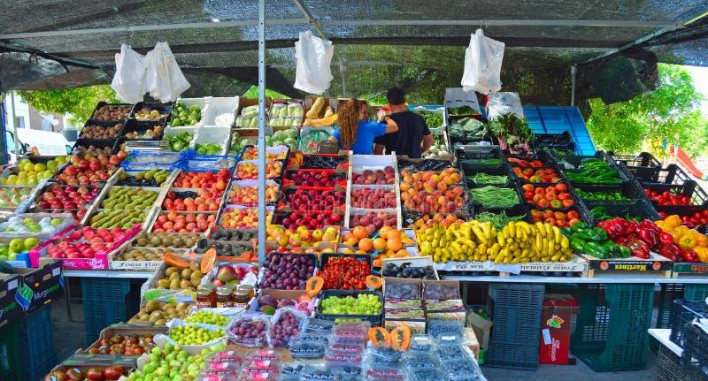 Kleurrijk fruit en plantaardige marktkraam Cartama Spanje royalty-vrije stock afbeelding