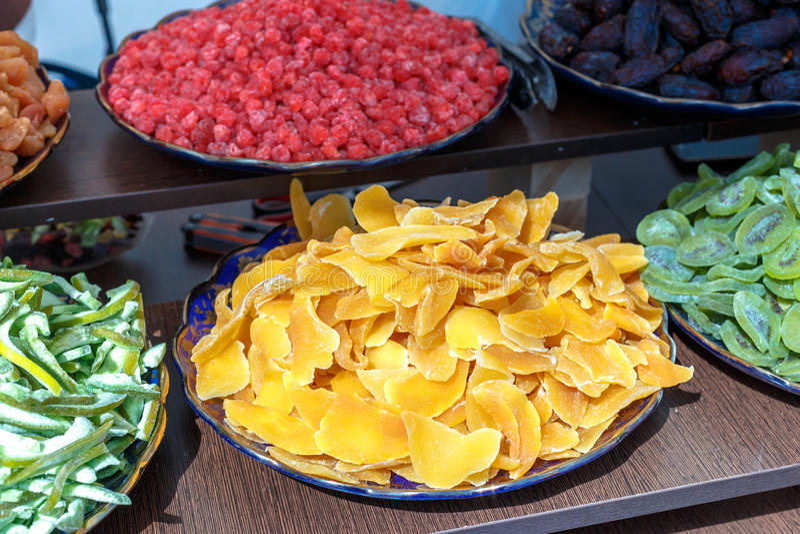 Kleurrijk geglaceerd en gekristalliseerd vruchten assortiment stock foto's