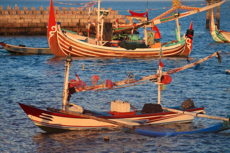 Kleurrijk handcrafted Balinese houten vissersboot royalty-vrije stock afbeelding