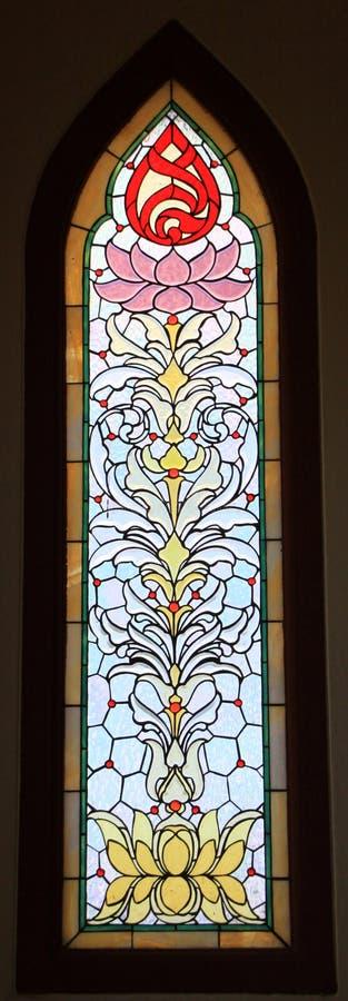 Kleurrijk het gebrandschilderd glasvenster van Boedha stock foto