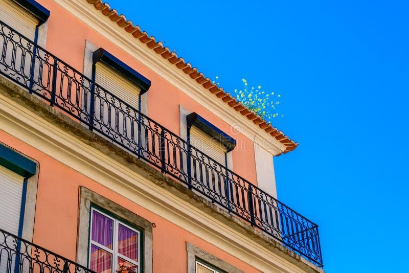 Kleurrijk huis in Lissabon, Portugal stock foto's