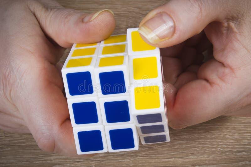 Kleurrijk kubiek raadsel royalty-vrije stock afbeelding