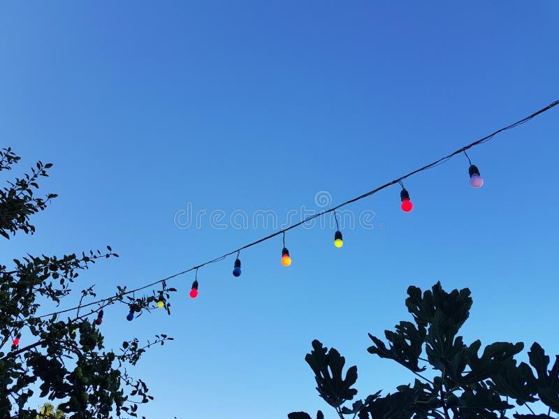 Kleurrijk licht op blauwe hemel royalty-vrije stock foto's