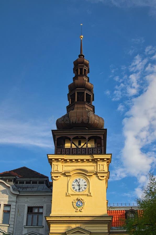 Kleurrijk Oud Stadhuis bij Masaryk-Vierkant in Ostrava tijdens de zomerzonsondergang Ostrava Tsjechische Republiek royalty-vrije stock afbeeldingen