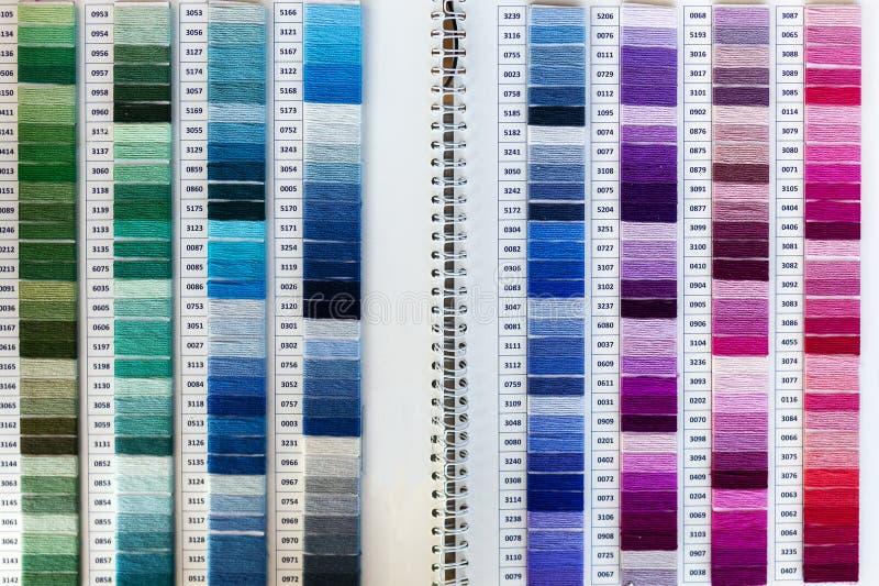 Kleurrijk palet van draad voor dwarssteek royalty-vrije stock afbeeldingen