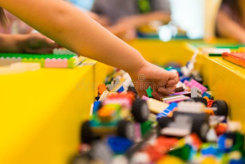 Kleurrijk plastic speelgoed, royalty-vrije stock afbeelding