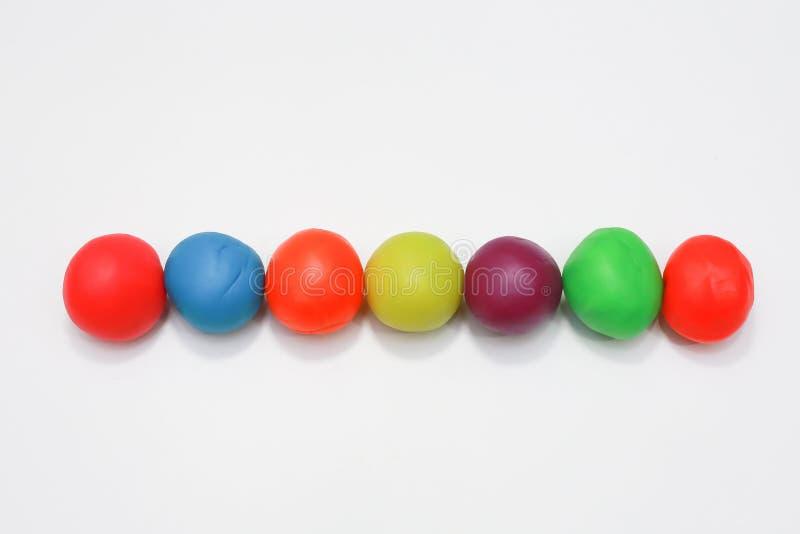 Kleurrijk playdough dicht omhooggaand beeld op witte achtergrond stock fotografie