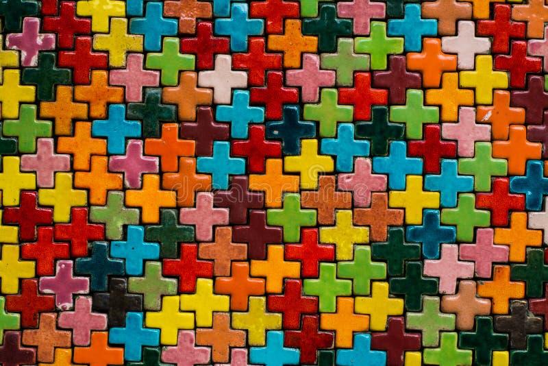 Kleurrijk plus muur stock foto