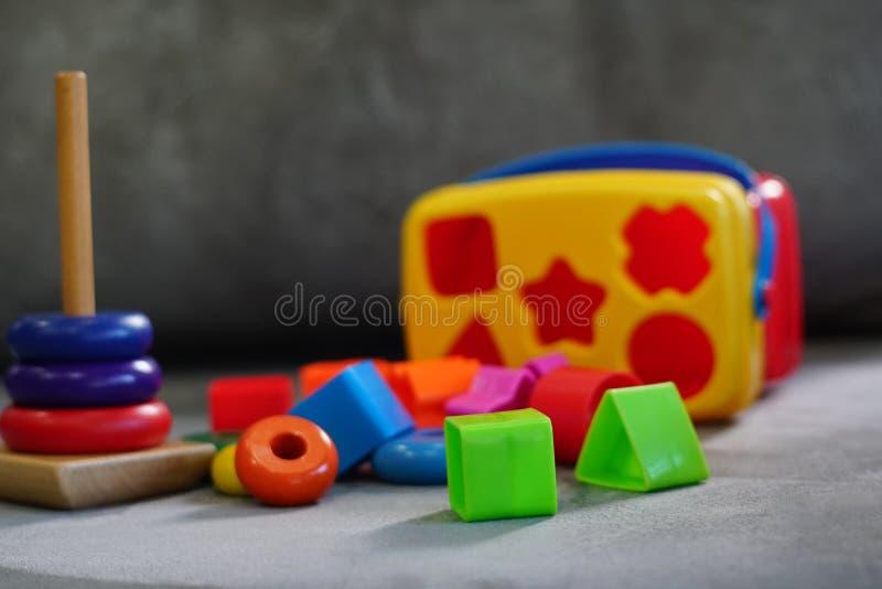 Kleurrijk speelgoed in speelkamer royalty-vrije stock afbeeldingen