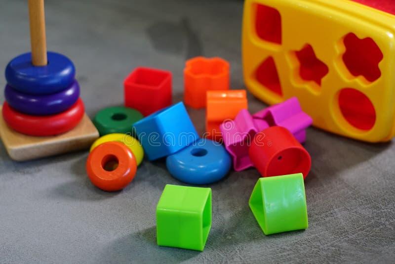 Kleurrijk speelgoed in speelkamer royalty-vrije stock afbeelding