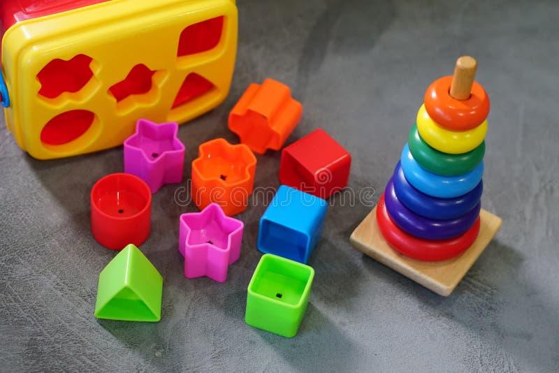 Kleurrijk speelgoed in speelkamer royalty-vrije stock fotografie