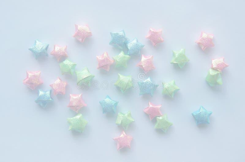 Kleurrijk sterdocument met dubbele blootstelling op wit en hemelachtergrond royalty-vrije stock foto's