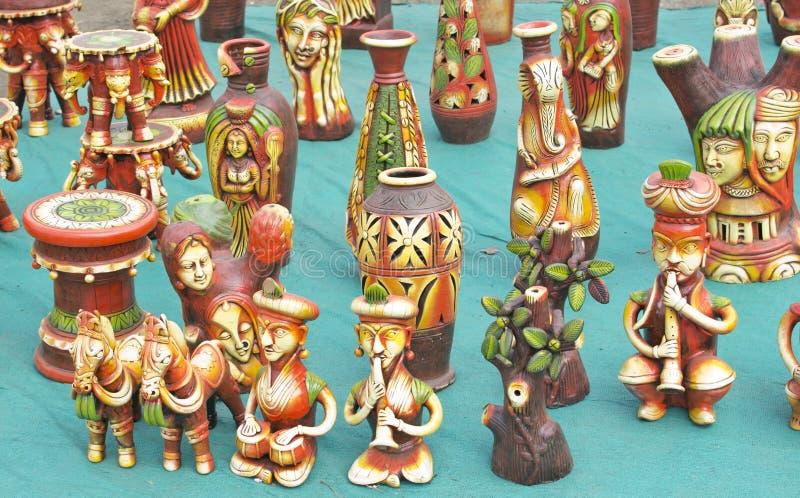 Kleurrijk Terracotta Art Pieces en Speelgoed stock afbeeldingen