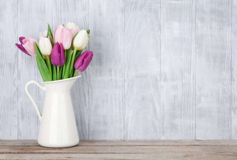 Kleurrijk tulpenboeket stock fotografie