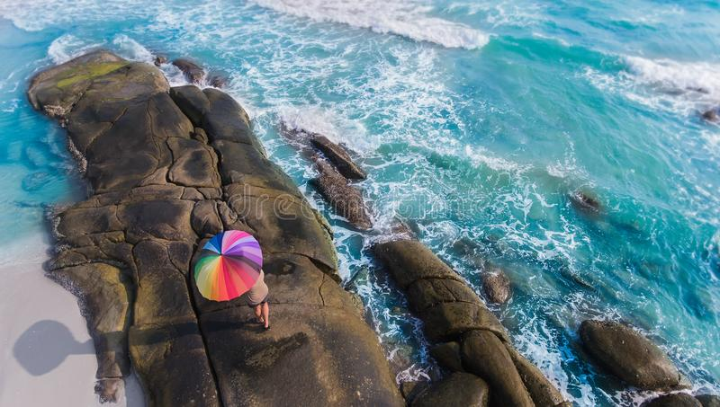 Kleurrijk van paraplu op het strand royalty-vrije stock afbeeldingen