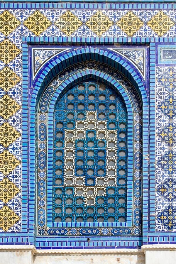 Kleurrijk venster in de Koepel van de Rots stock afbeelding
