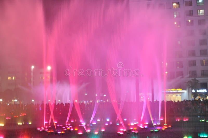 Kleurrijk water in het park royalty-vrije stock afbeelding