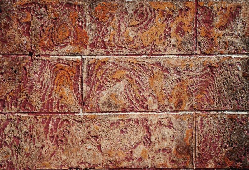 Kleurrijke abstracte patronen op oude doorstane van de steenmuur horizontale textuur als achtergrond royalty-vrije stock fotografie