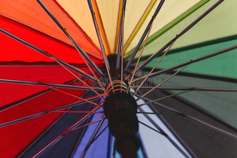 Kleurrijke achtergrond Kleurrijk parapluclose-up stock fotografie