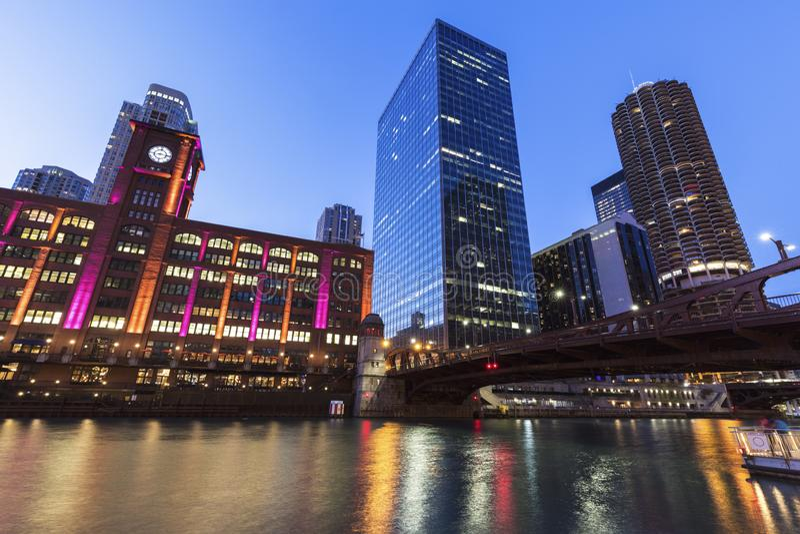 Kleurrijke architectuur van Chicago bij nacht royalty-vrije stock foto's
