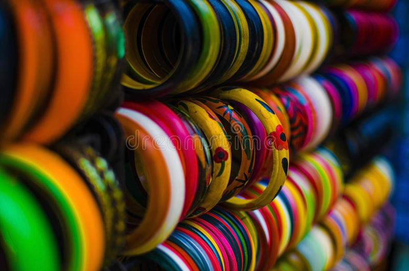 Kleurrijke armbanden royalty-vrije stock afbeeldingen