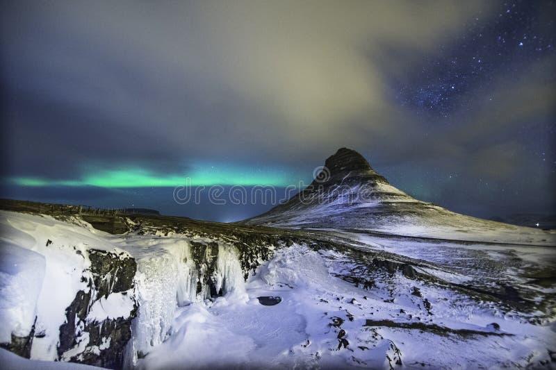 Kleurrijke Aurora Borealis of beter - gekend als Noordelijke Lichten stock afbeeldingen