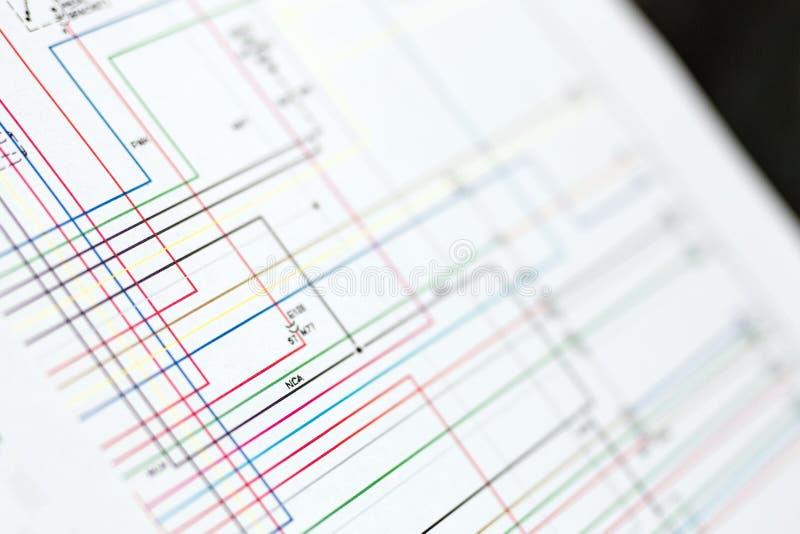 Kleurrijke auto's elektrische bedradingsregeling op document blad royalty-vrije stock afbeelding