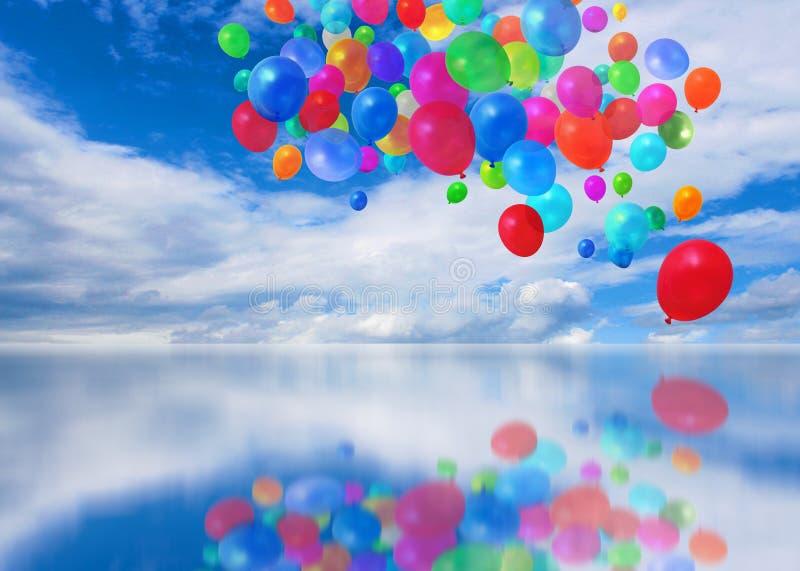 Kleurrijke ballons cloudscape stock afbeeldingen